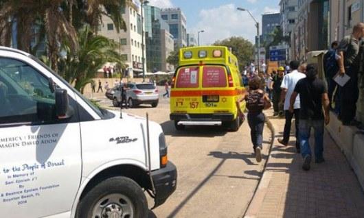 Израильские cотрудники экстренных служб отыскали 3-го погибшего под паркингом вТель-Авиве